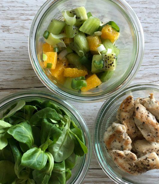 Kiwi-Orangen-Salat mit Hähnchen ein Salat wie ein Kurzurlaub mealpreperia.com