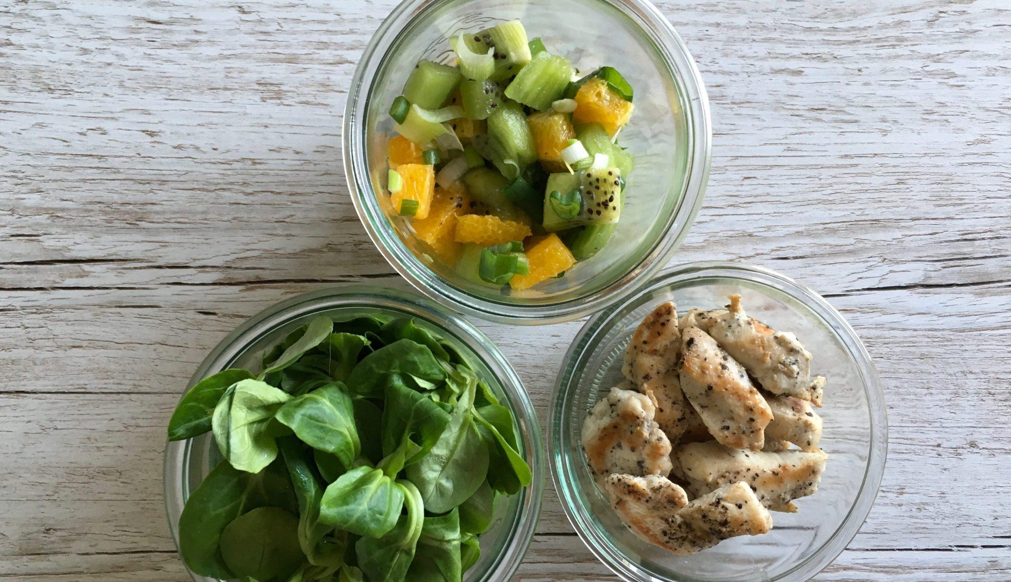Kiwi Orangen Salat mit Pfeffer-Hähnchen